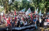 Em dia de Greve Geral, servidores da Unila vão às ruas por aposentadoria e educação