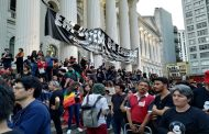 Tsunami da Educação marca feriado de luta em Curitiba